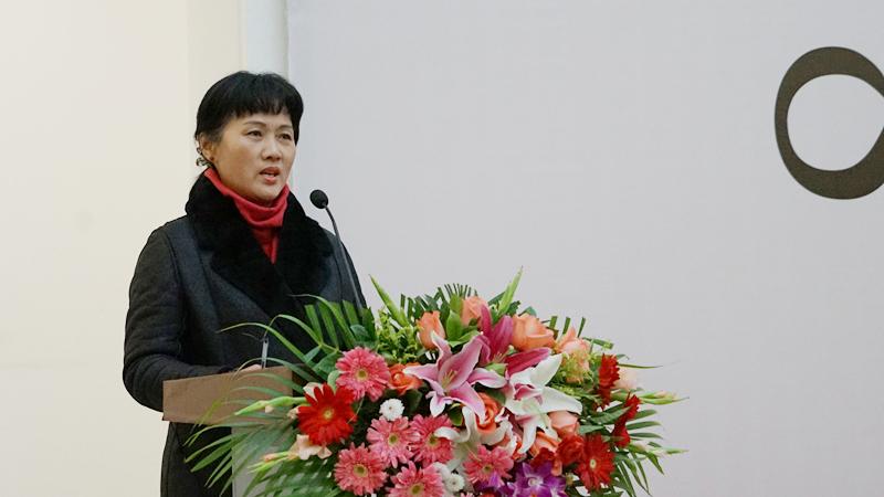 中国国家画院书法篆刻院副院长胡秋萍主持开幕仪式