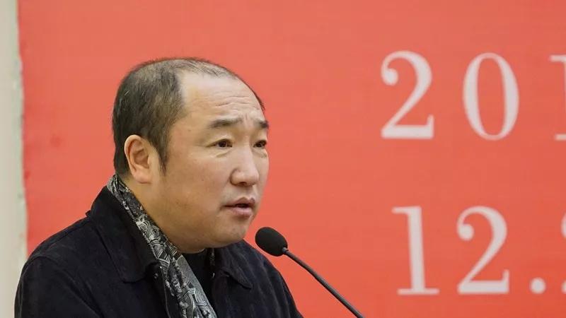 中国国家画院常务副院长卢禹舜主持开幕式