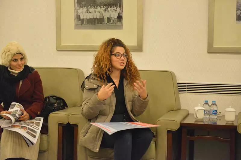 与约旦青年艺术家座谈中
