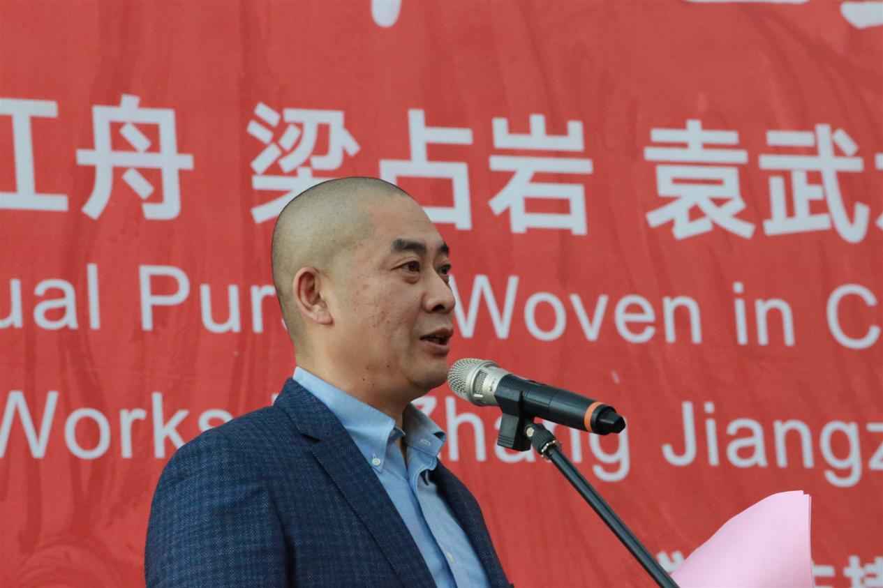 山东省美协驻会常务副主席张宜主持开幕式