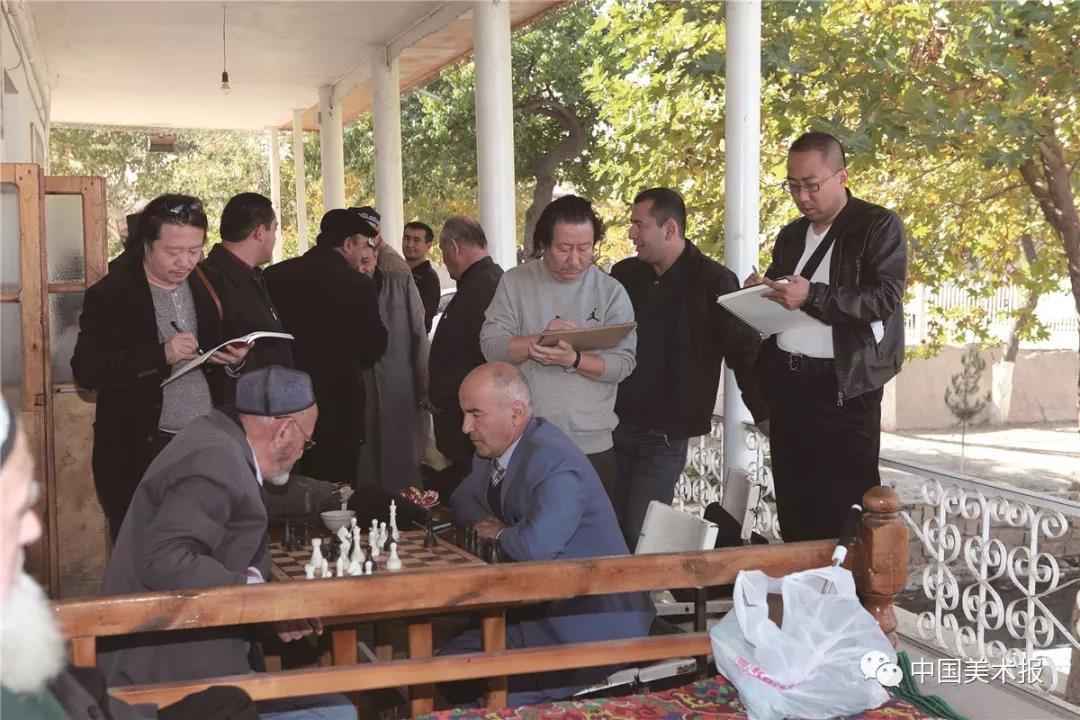 """2015年10月29日,""""一带一路""""国际美术工程考察写生团在乌兹别克斯坦写生"""