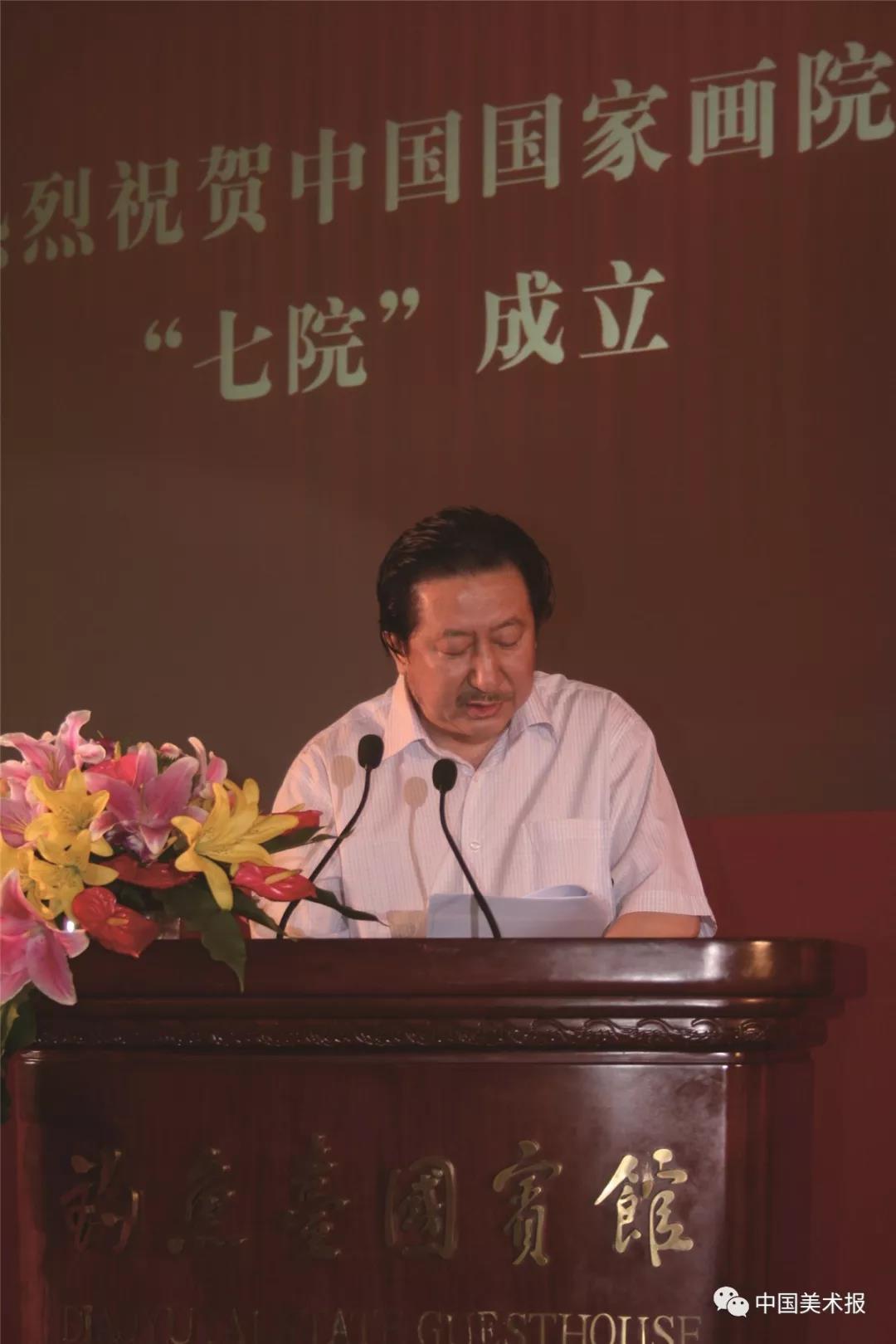 """2010年8月31日,杨晓阳在中国国家画院""""七院""""成立大会上讲话"""