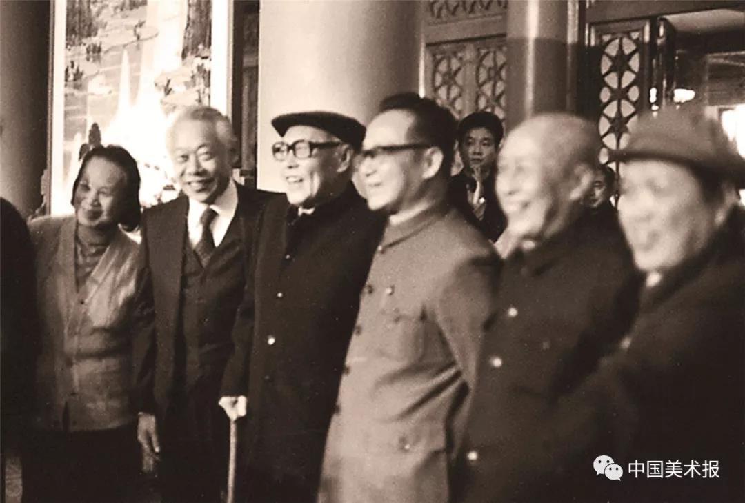 中国画研究院成立大会上萧淑芳、赵无极、李苦禅、谷牧、黎雄才、刘文西等人合影