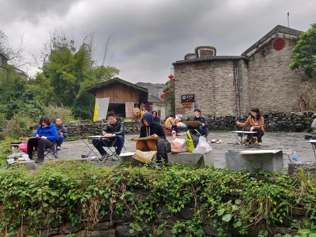 3月16日,林容生老师带领学员在广西贺州黄姚古镇采风写生
