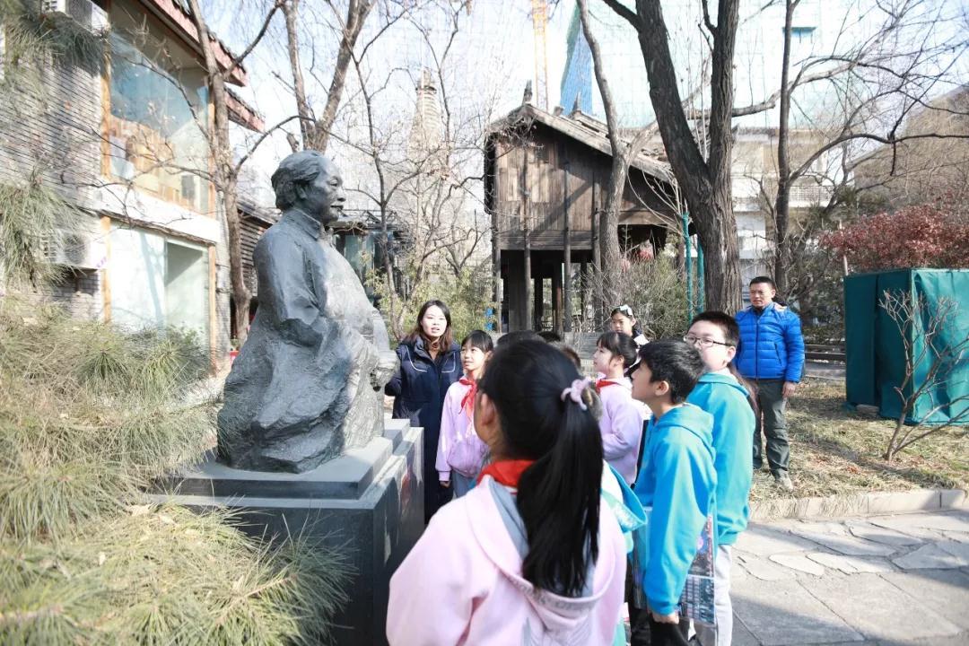 万泉小学学生参观画院