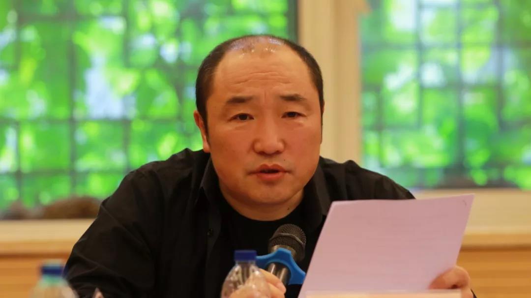 组委会主任,中国国家画院常务副院长卢禹舜主持会议