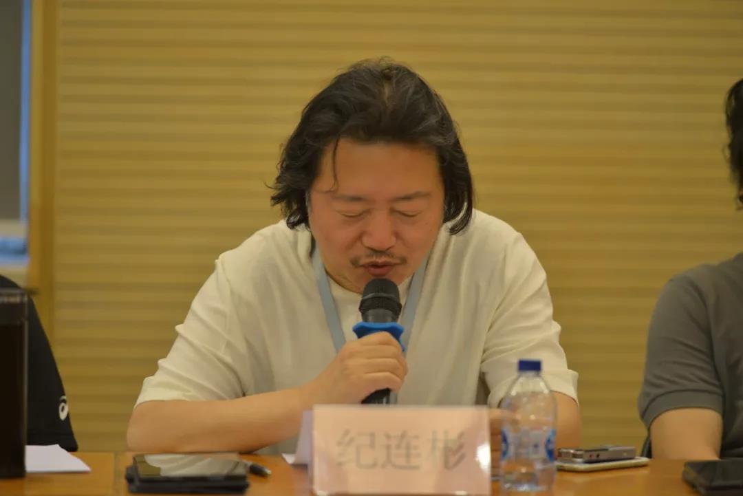 组委会、艺评会副主任,中国国家画院副院长纪连彬宣读《第六届全国画院美术作品展复评评审办法》