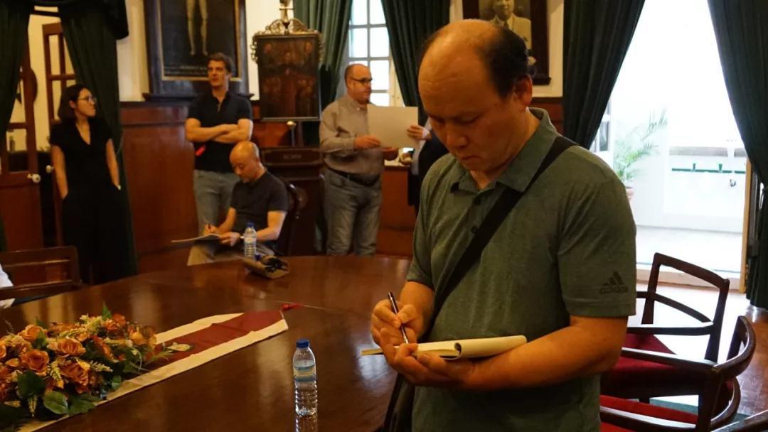 中国国家画院研究员胡应康写生中