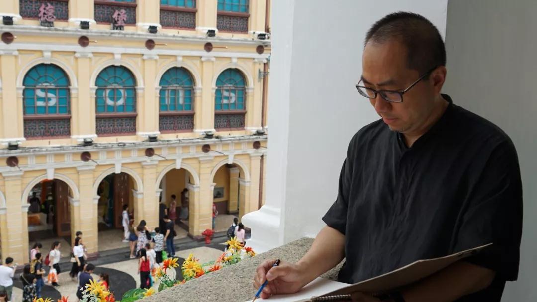 中国国家画院创作研究部主任乔宜男写生中