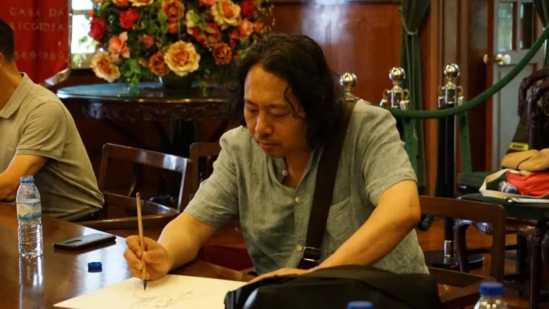 中国国家画院教学培训部主任贾广健写生中