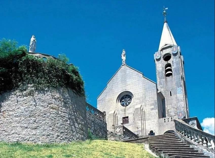/website-webapp/ewebeditor/uploadfile/18 西望洋圣堂,建于1622年,圣堂旁的建筑物曾是主教的寓所,西望洋山又称主教山,教堂又被称主教山小堂。圣堂位置原有西望洋山砲台堡,以防御外界入侵