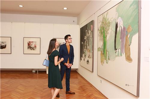 黑山波德戈里察博物馆暨美术馆馆长切特科维奇参观展览