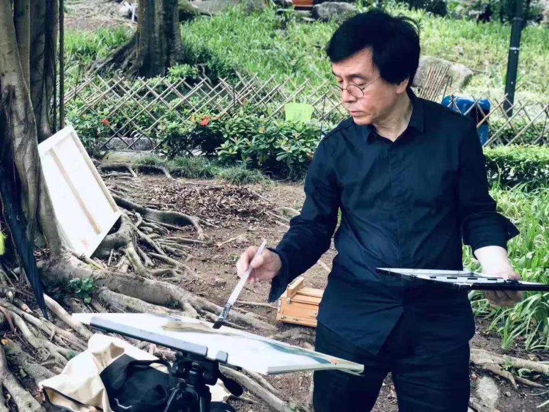 广东省美术家协会副主席梁宇迅速找到了写生的乐趣