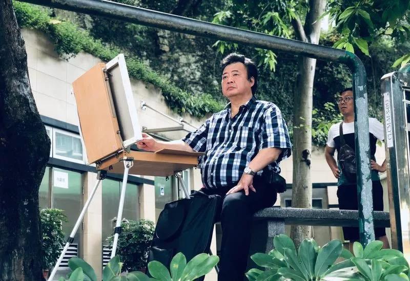 广东水彩画艺委会执行主任叶献民进行油画写生
