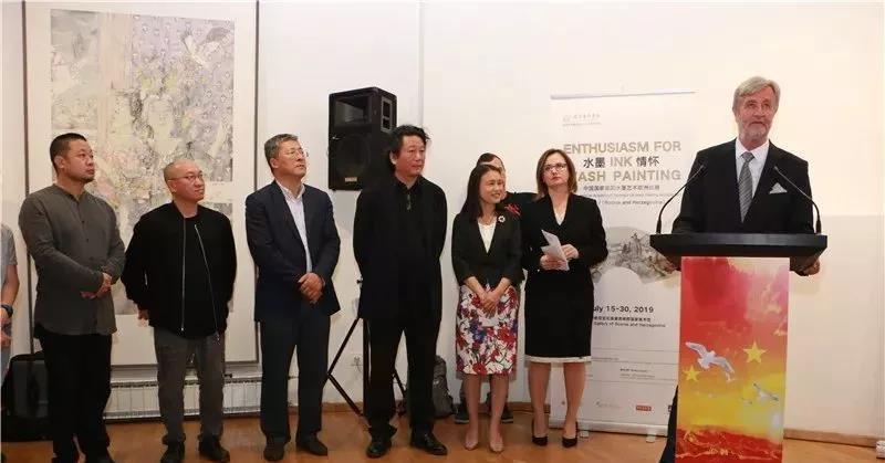 波黑国家美术馆馆长斯特拉约·克尔斯马诺维奇在开幕式上致辞