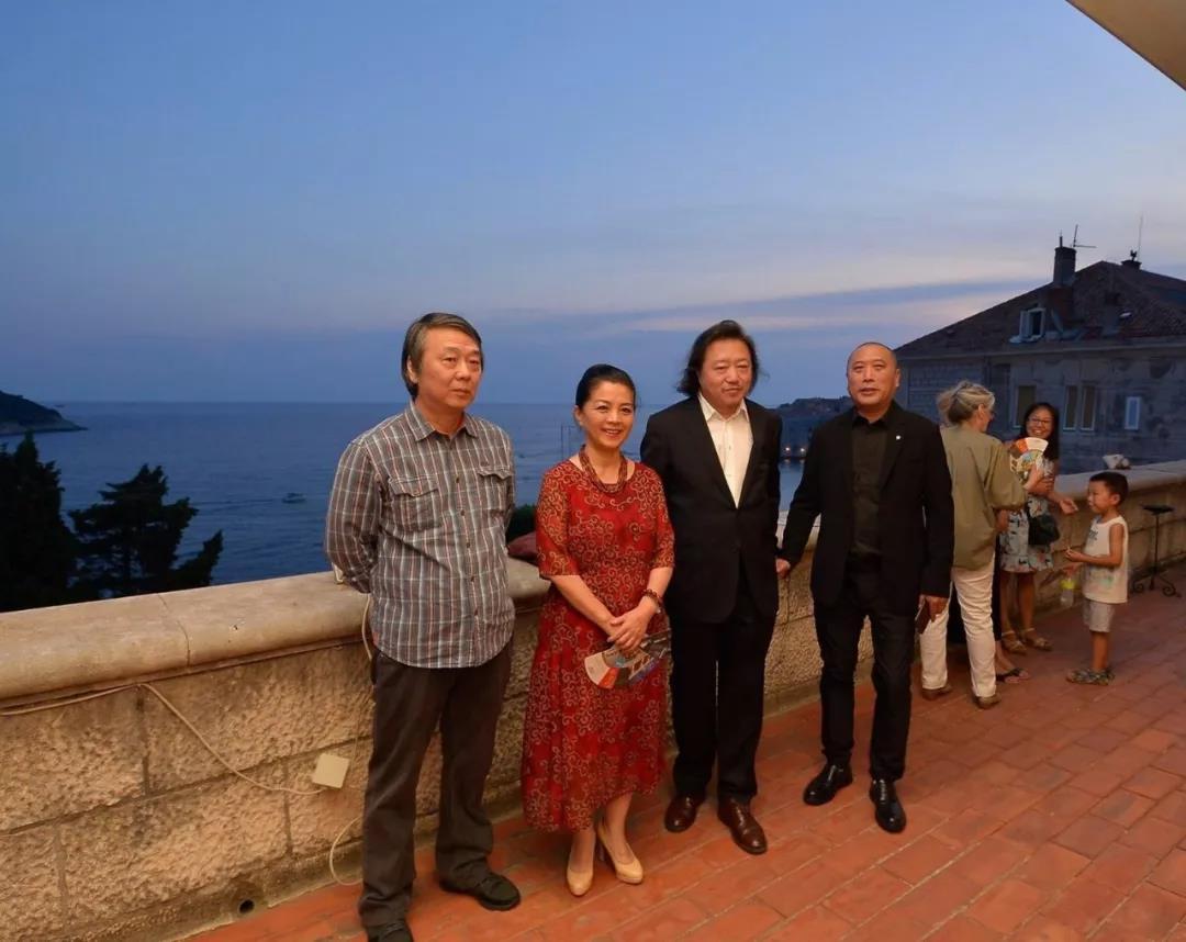中国国家画院艺术家一行与中国驻克罗地亚大使许尔文和克罗地亚文化部部长尼娜·库尔兹纳克等嘉宾亲切交流