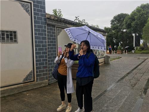 到达古生村当日下午,雨中考察