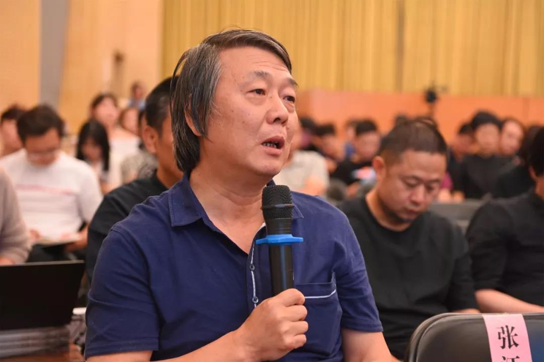 中国国家画院艺术委员会秘书长、艺术家刘建发言