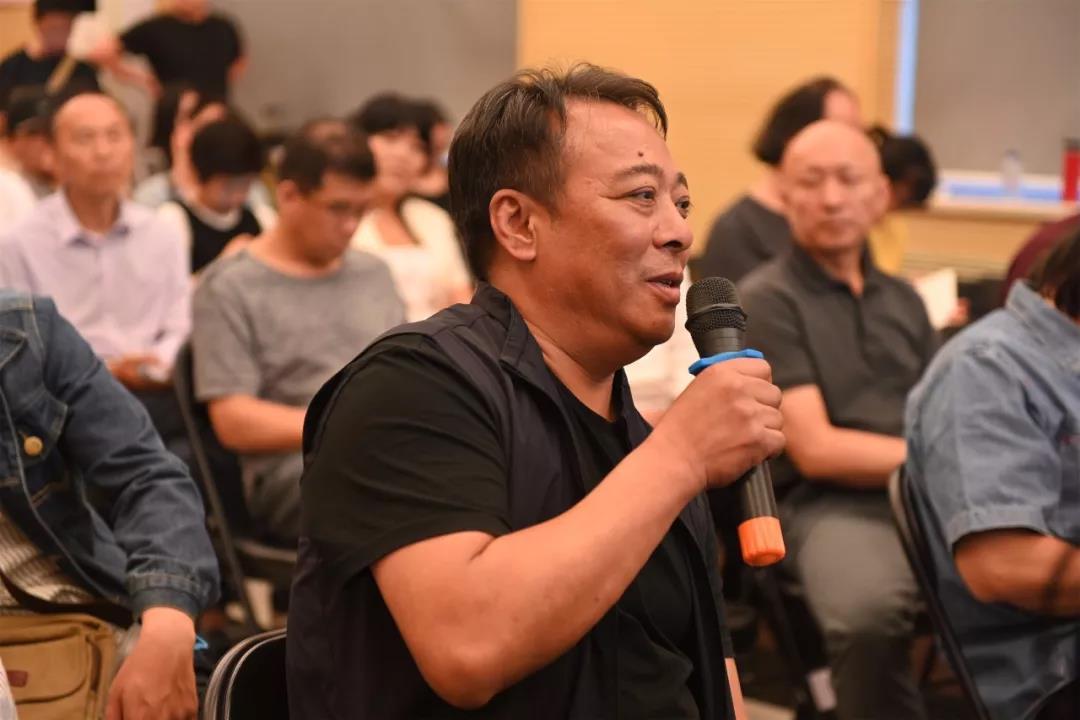 中国国家画院艺术家李晓柱发言