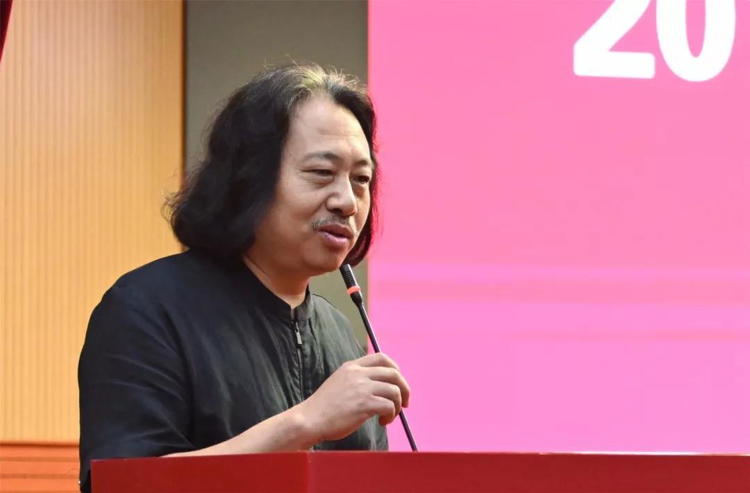 中国国家画院教学培训部主任、导师代表贾广健讲话