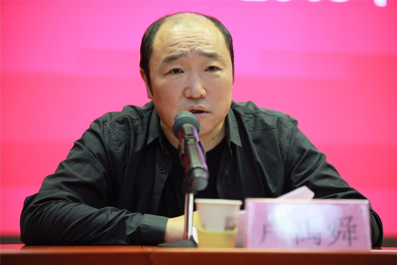 中国国家画院常务副院长卢禹舜主持开学典礼