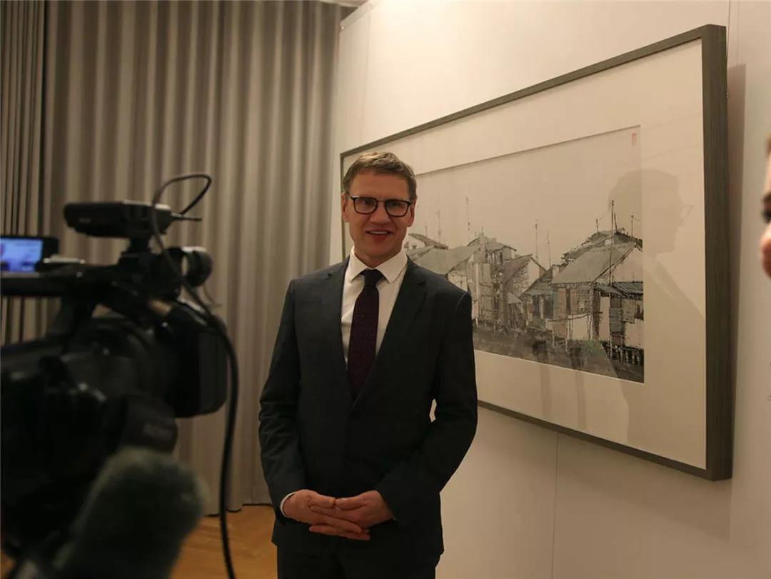 拉脱维亚投资发展署署长安德烈斯-奥佐尔斯接受采访