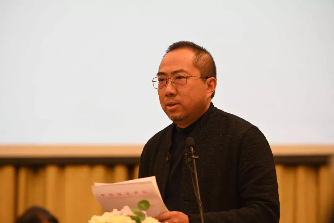 主旨演讲中的创作研究部负责人、艺术家乔宜男