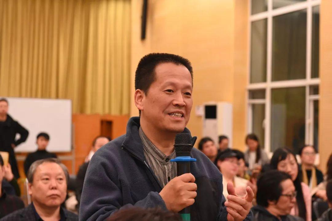 中国国家画院艺术家魏杰发言并提问