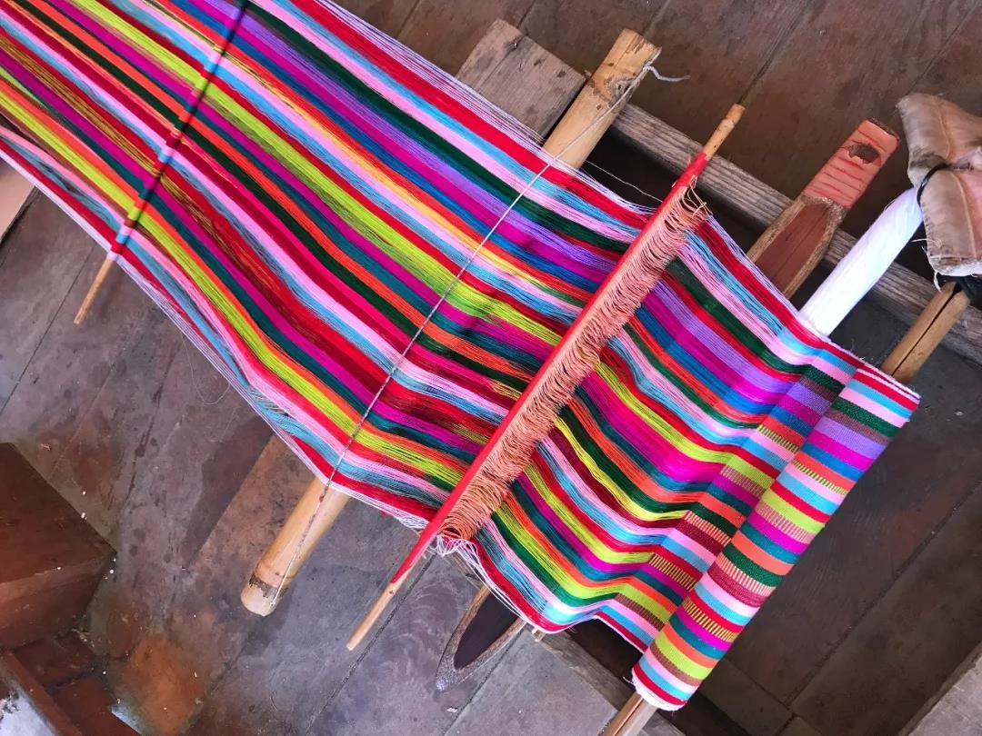 独龙族的织布机