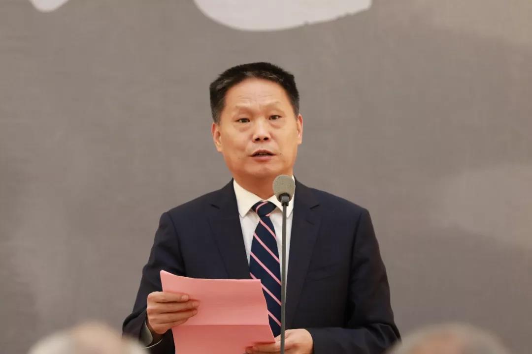河北省南和县委副书记、政府县长韩明智介绍了此次画展筹备情况