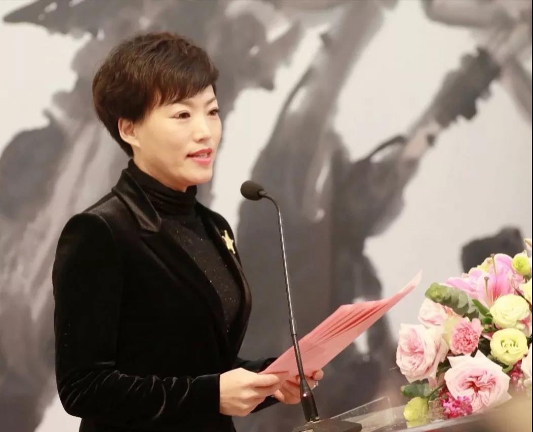河北省南和县文化广电体育和旅游局党组书记、局长卢瑞静介绍出席嘉宾