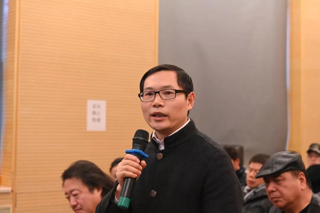 中国国家画院党委书记张士军发言并提问