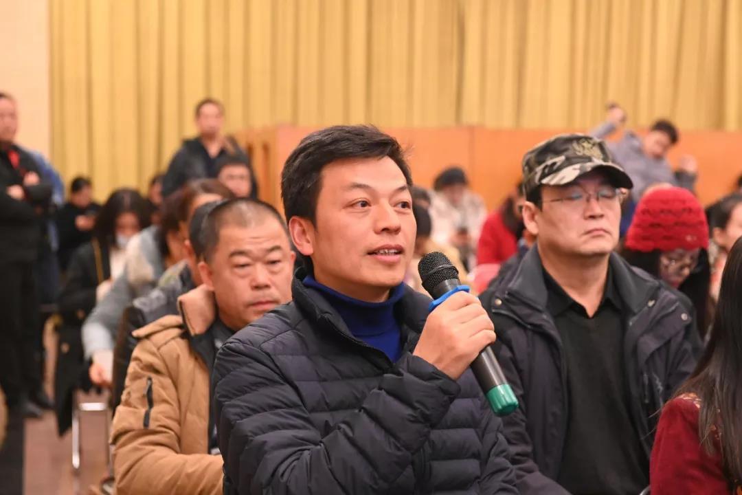 中国国家画院教学培训部王跃奎发言并提问