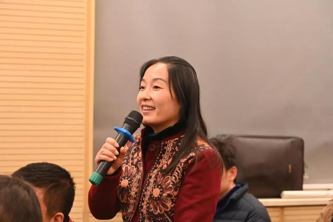 中国国家画院花鸟画所艺术家徐冬青发言