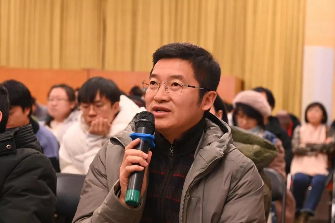 中国国家画院理论研究所所长李虹霖发言
