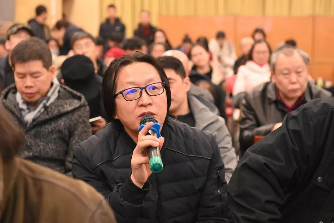 中国国家画院油画所负责人赵培智发言并提问