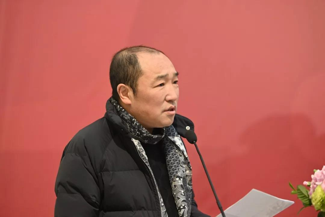 中国国家画院常务副院长卢禹舜主持开幕仪式