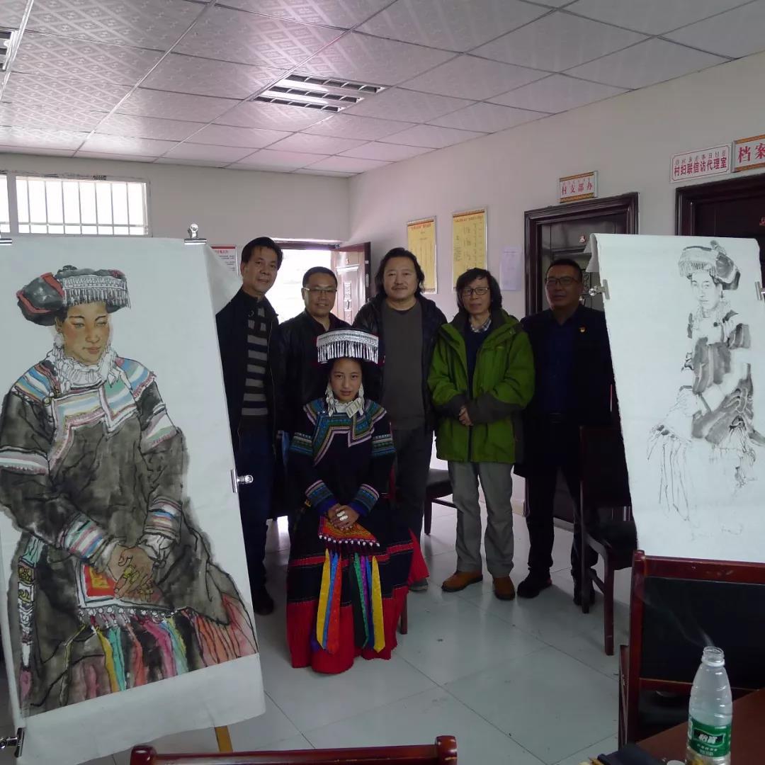 纪连彬、尚可在火普村文化站写生
