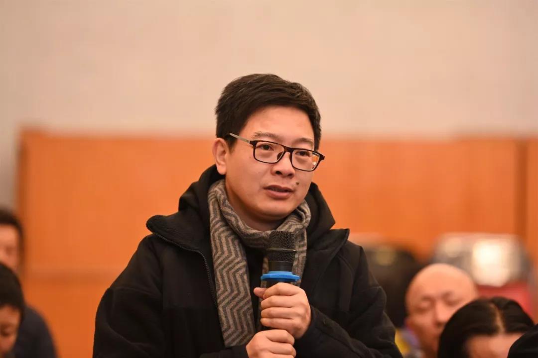 中国国家画院山水画所艺术家、《中国美术报》社社长、总编辑王平发言并提问