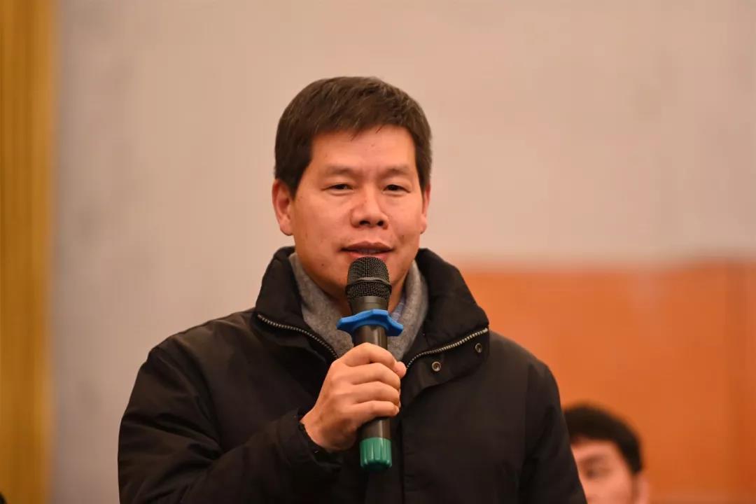中国国家画院油画所艺术家宛少军发言并提问