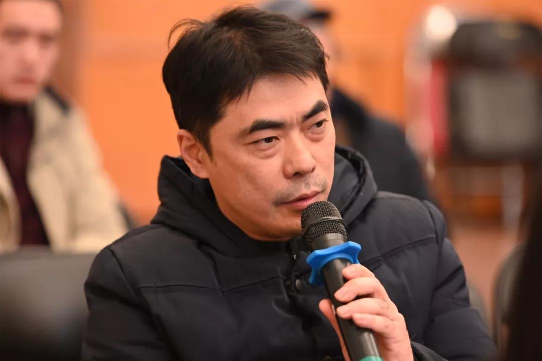 中国国家画院理论研究所理论家、《中国美术报》社副社长、副总编陈明发言并提问