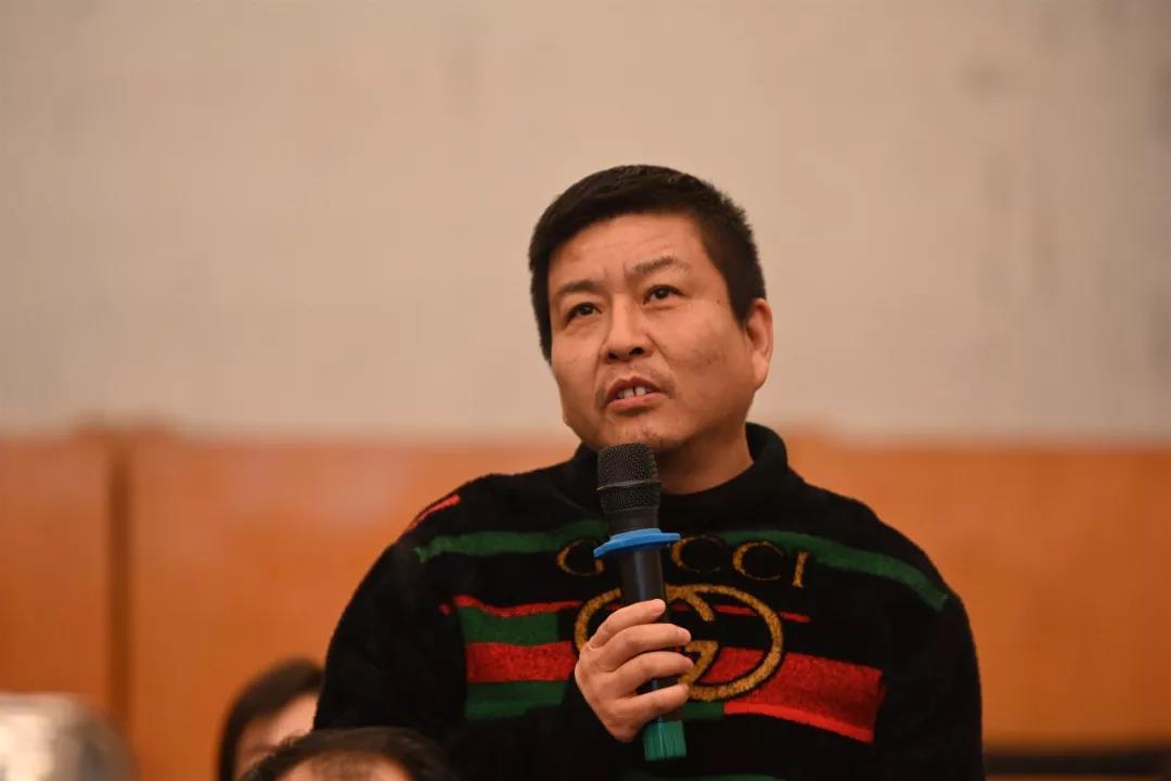 中国国家画院理论研究所理论家朱其发言并提问