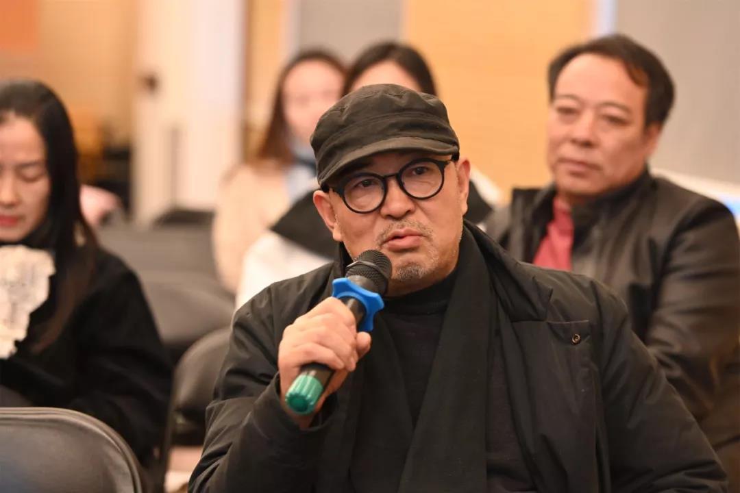 中国国家画院人物画所艺术家梁占岩发言并提问