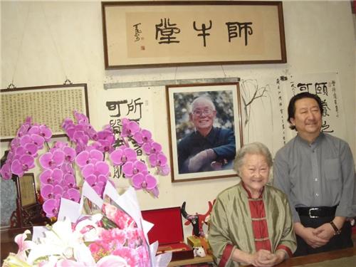 杨晓阳看望李可染夫人邹佩珠先生